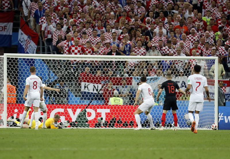 El equipo croata se ha venido arriba tras el gol y Perisic la ha vuelto a tener con este remate al palo