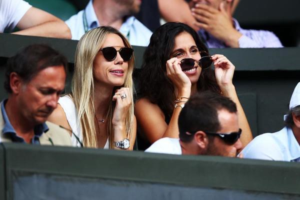 Maribel Nadal y Maria Francisca Perelló, hermanda y pareja sentimental de Rafa, en el Box del jugador en la pista central FOTO: GETTY