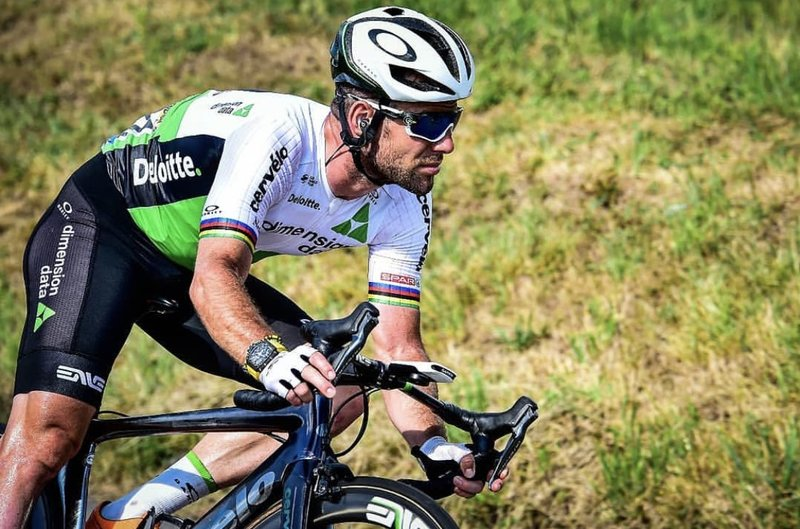 MARK CAVENDISH (Dimension Data) fue el primer ciclista en perder contacto con el pelotón en la etapa de ayer en el Tour de Francia 2018