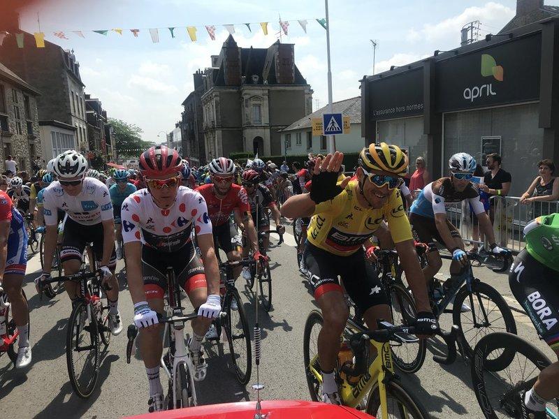 Greg Van Avermaet (BMC) lleva un día más el jersey amarillo. Toms Skujins (Trek-Segafredo) sumó dos puntos más en el Muro de Bretaña y sigue liderando la clasificación de montaña del Tour de Francia 2018