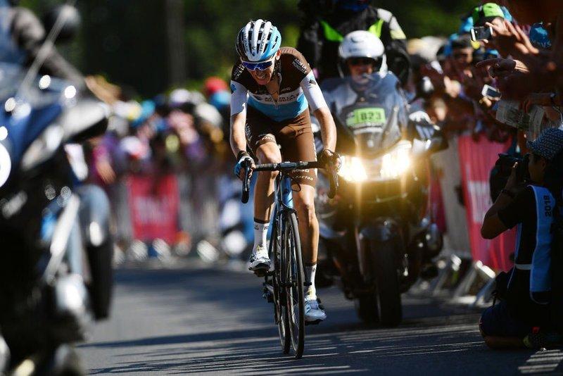 ROMAIN BARDET (AG2R) fue uno de los perjudicados por los pinchazos en la 6ª etapa del Tour de Francia 2018