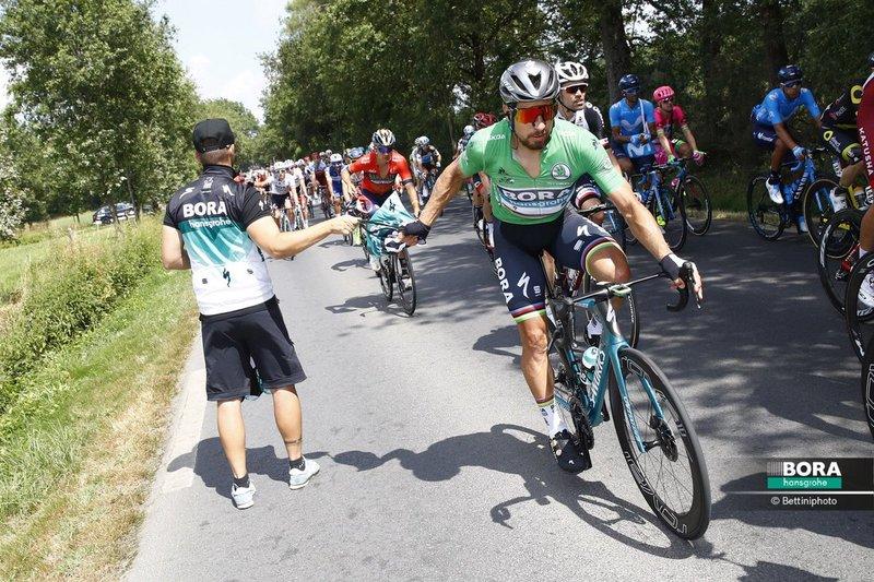 PETER SAGAN (Bora) bate el récord histórico de etapas llevando el maillot verde en el Tour de Francia