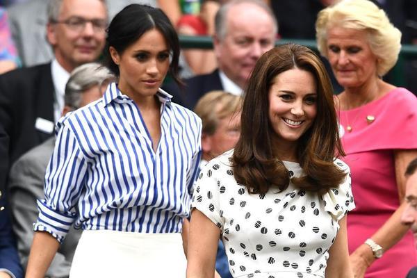 Las Duquesas de Cambridge y Sussex. Venían a ver la final femenina, también tienen de aperitivo la conclusión de esta semifinal FOTO: EFE
