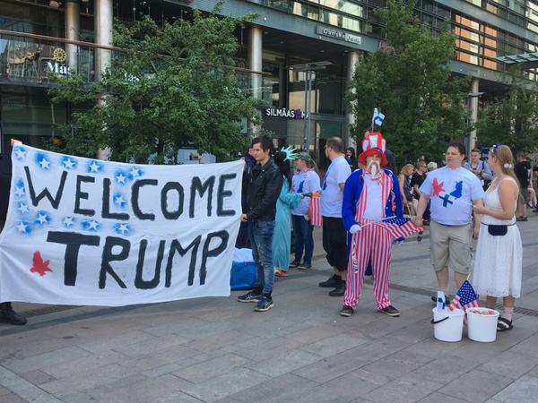 Här är en bild från gårdagens demonstration för Trump.