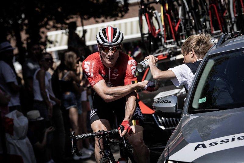 ANDRÉ GREIPEL (Lotto Soudal) es uno de los 6 abandonos de esta 12ª etapa del Tour de Francia 2018. El Lotto Soudal ya había perdido a su líder para la general, Tiesj Benoot