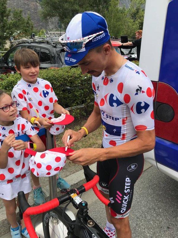 JULIAN ALAPHILIPPE (Quick-Step) se está dando un baño de masas en este Tour de Francia 2018. Mañaná lo volverá a probar en la etapa de Mende