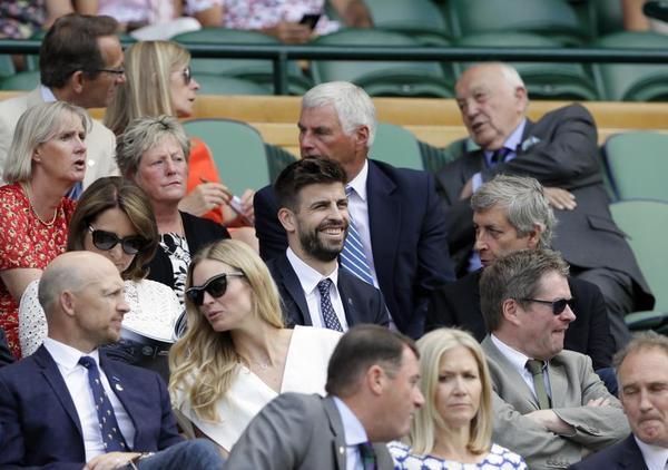 Gerard Piqué, hoy en el Royal Box de la pista central de Wimbledon. Su empresa Kosmos espera la aprobación de la Asamblea de la ITF para organizar una nueva Copa Davis con una fase final a modo de Mundial de selecciones en una sede única FOTO: AP
