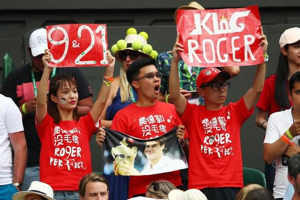 Nueva imagen de la firma japonesa Uniqlo, nuevos fans para Federer, que piden un 9º Wimbledon, un 21º título de Grand Slam FOTO: GETTY