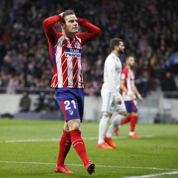 El club ché ha decidido que no va a pasar de una oferta de 15 millones de  euros por el fichaje del delantero del Atlético de Madrid Kevin Gameiro 0759d922e734b