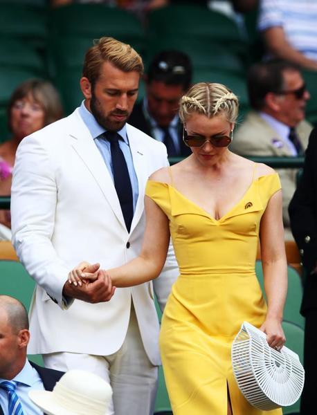 La cantante británica Camilla Kerslake y el ex capitán del rugby inglés Chris Robshaw, entre los invitados en el Royal Box. Hoy día de homenaje a personajes populares, especialmente del deporte FOTO: GETTY