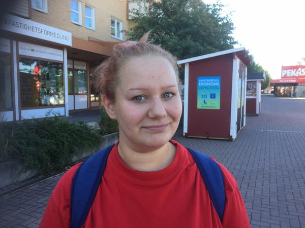 Terese Bergman Hammarö som har en dotter i förskolan.  - Det är bra. Min dotter trivs jättebra och lärarna är trevliga, säger hon.  Hon lyfter speciellt fram pedagogiken som gör att barn från olika kulturer kan hitta sätt att kommunicera med varandra.