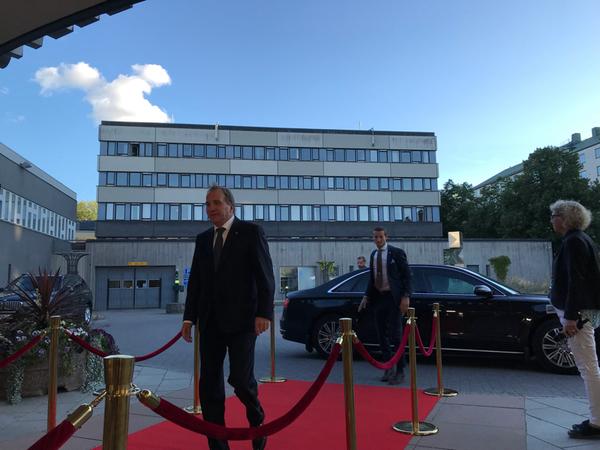 Nu anländer statsministern till SVT