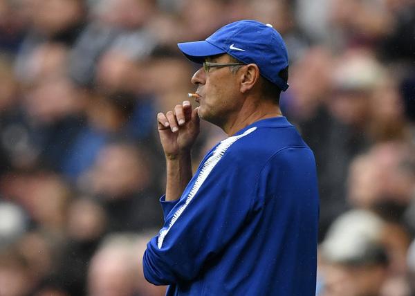 Partita bloccata e Newcastle chiuso, Sarri non resiste alla tentazione... ma la sigaretta non è accesa