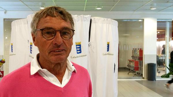 Vår reporter Linda träffade på Sven Berggren som passade på att förtidsrösta på Mellby center eftersom han ska resa till Norge.