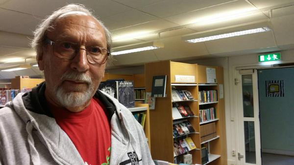 Jan-Erik Nilsson förtidsröstade i Knäred. Han tycker att politikerna borde göra något åt fattigpensionärernas situation.