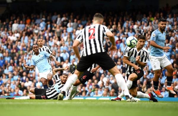 Ecco il destro di Sterling sul secondo palo che ha portato al gol dell'1-0