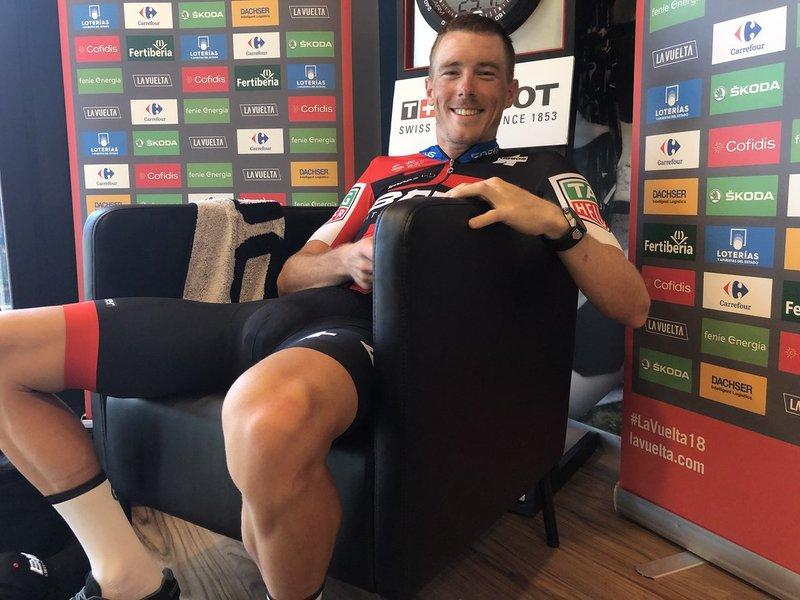 ROHAN DENNIS (BMC) espera la llegada de Kwiatkowski en Torrelavega. ¿Conseguirá su segundo triunfo en la Vuelta a España 2018?