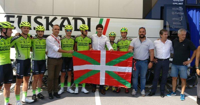 EUSKADI MURIAS es protagonista en su tierra. Héctor Sáez, su corredor en la escapada de la Vuelta 2018