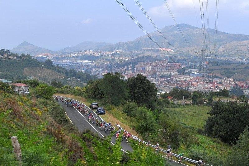 EL PELOTÓN de la Vuelta a España en esta 17ª etapa que puede volver a mover la general