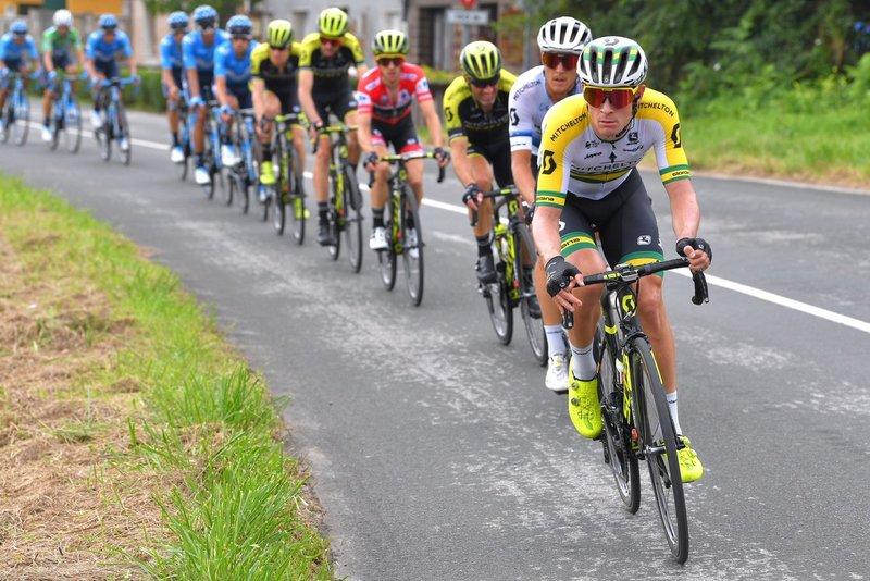 MITCHELTON SCOTT controla el ritmo en el pelotón y deja margen a la fuga de la Vuelta a España