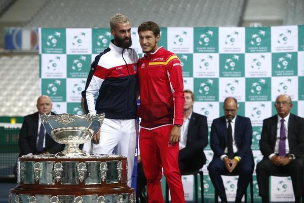 Benoit Paire y Pablo Carreño, en la ceremonia del sorteo del jueves FOTO: AP