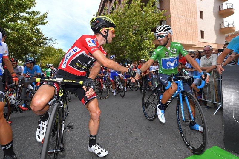 DUELO directo entre Simon Yates y Alejandro Valverde que por el momento se lleva el británico en esta 19ª etapa de la Vuelta a España 2018