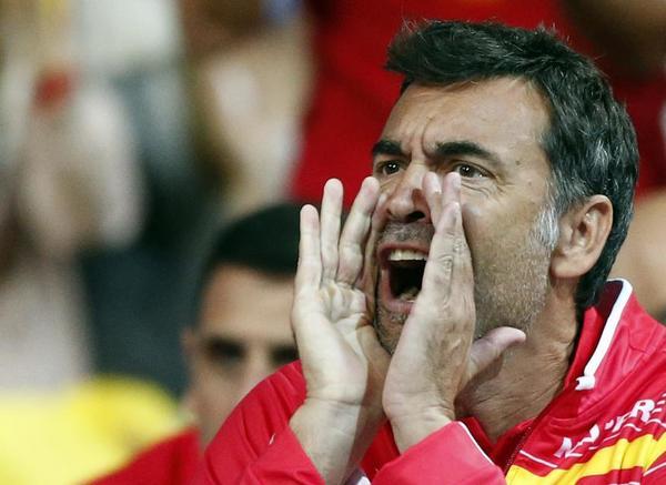 Sergi Bruguera dando ánimos a Roberto Bautista en Lille FOTO: AP