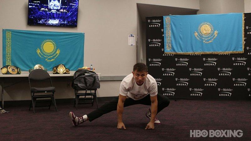 Gennady Golovkin estirando antes de ir al ring