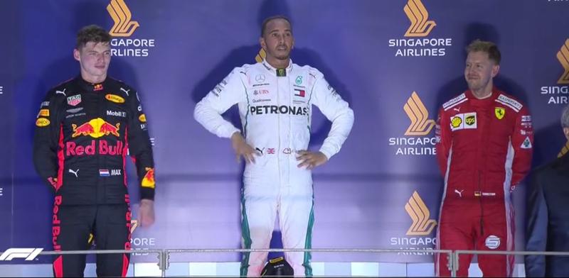 Pilotos en el podio.