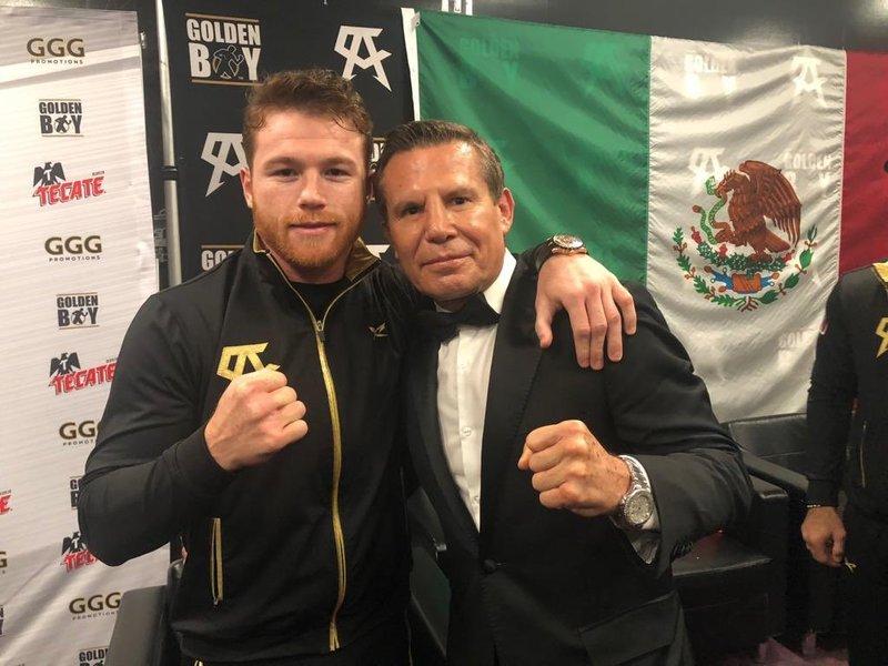 ¡Cómo nos gusta esta foto!  Canelo Alvarez y Julio César Chávez