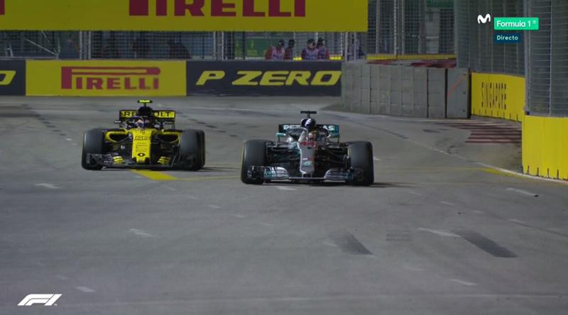 Hamilton saludando tras la carrera.