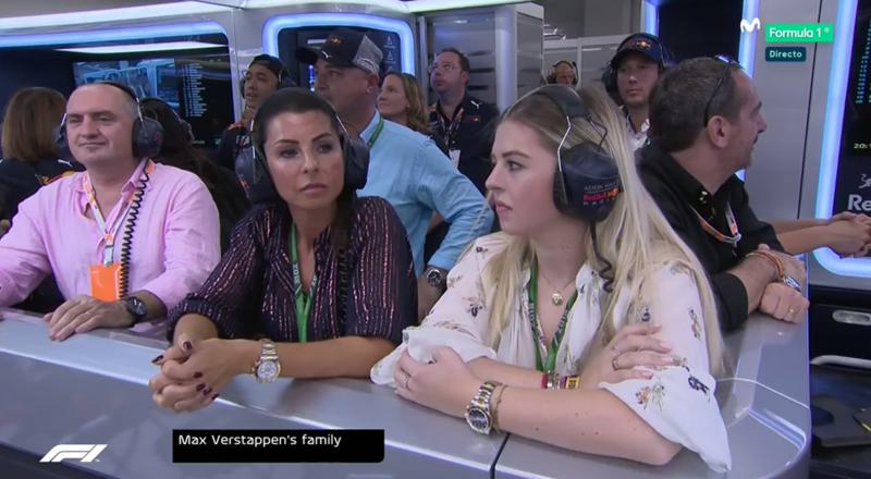 Familia de Verstappen pendiente del arranque de la carrera.