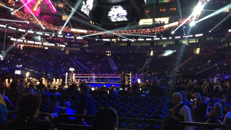 Poco a poco se va llenando este fantástico escenario para ver el mejor boxeo