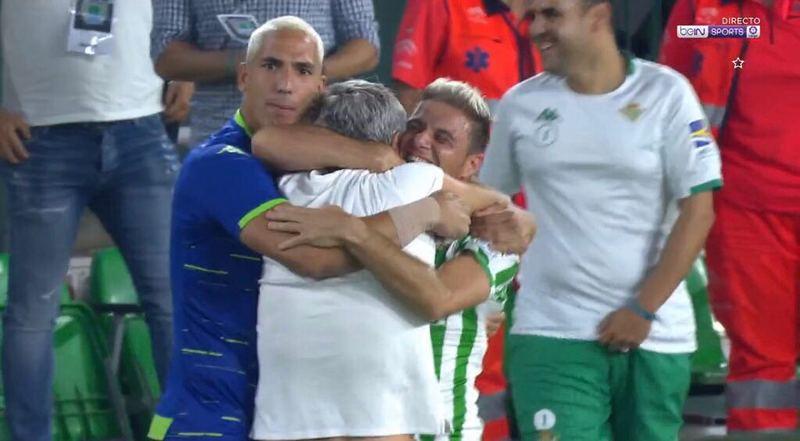 El abrazo de todo un equipo