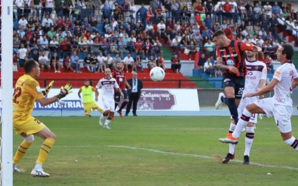 Questo il gol di Tutino che per ora decide il match (foto Twitter CosenzaOfficial)