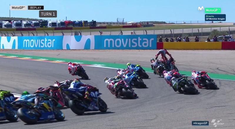 Lorenzo se va al suelo en la primera curva.