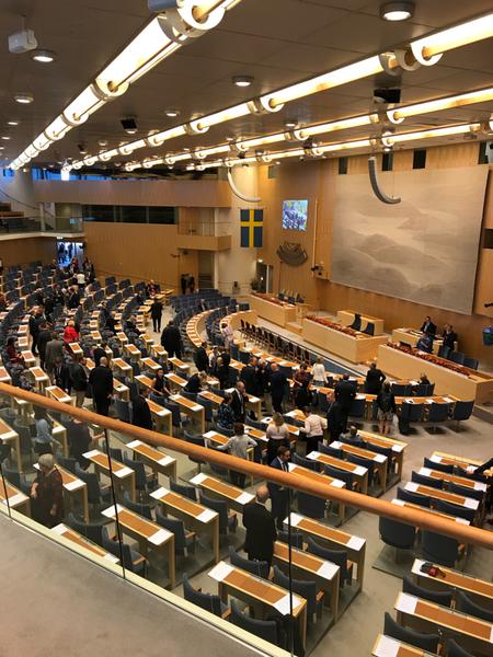 Riksdagsledamöterna börjar anlända.
