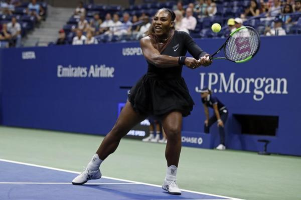 Serena Williams pegando duro a la bola. Ningún complejo, quiere jugar sola, llevar el ritmo y la iniciativa. FOTO: AP