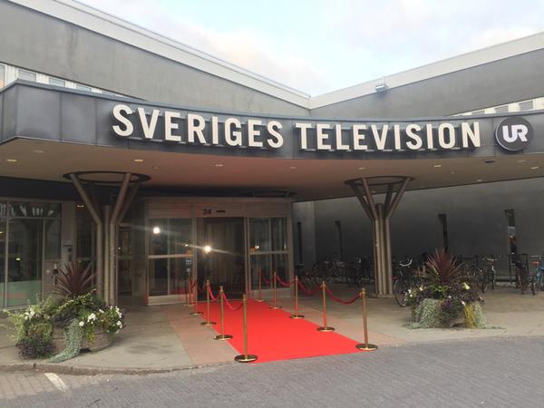 Snart anländer partiledarna till tv-huset.