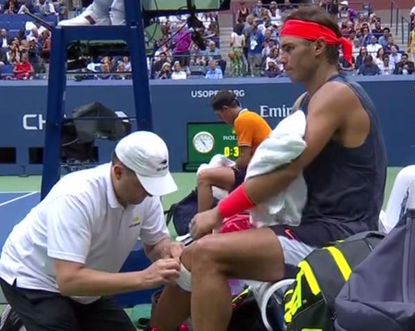 Como contra Khachanov, Rafa Nadal pide un vendaje de sujeción en la rodilla derecha. Entonces señaló que había notado algo y que lo había hecho por seguridad. Siempre un tema a seguir. 'Hay que estar vigilante siendo donde es', aclaró el nº 1