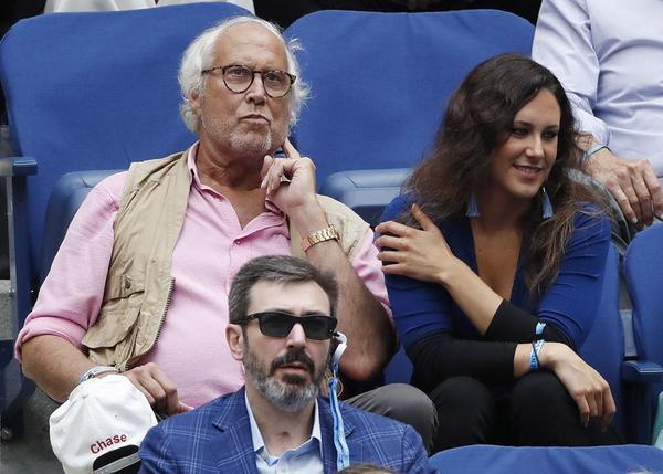 El actor Chevyn Chase viendo esta semifinal FOTO: AP