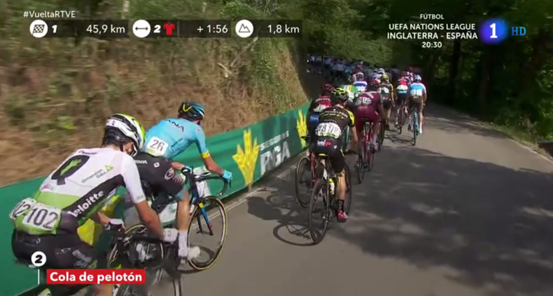 Nibali sube el ritmo en cabeza de pelotón y muchos corredores empiezan a sufrir.