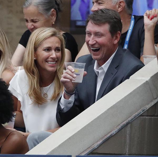 La leyenda del hockey hielo Wayne Gretzky. El canadiense, en el Estadio Arthur Ashe FOTO: AP
