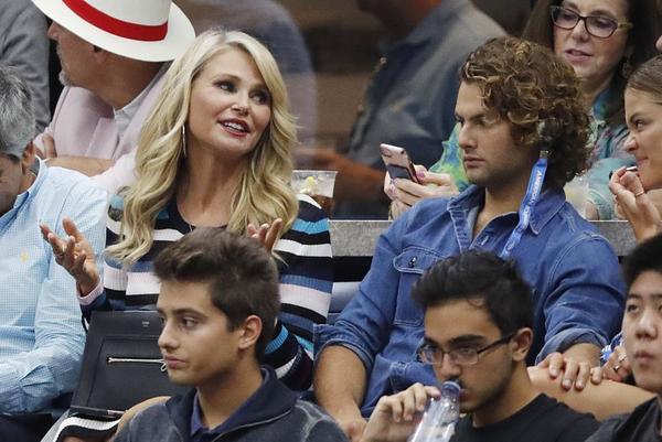 La modelo estadounidense Christie Brinkley, una de las muchas VIPS en la final masculina FOTO: AP