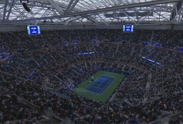 Cerrado el techo del Arthur Ashe Stadium. Día de lluvia en Nueva York