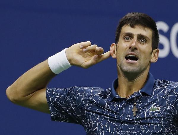 Gesto retador de Djokovic a un público más volcado con Del Potro buscando más final, más tenis FOTO: AP