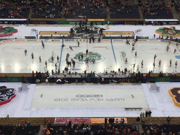 b1fd06e956e 12:25–Bruins and Hawks first time on ND ice.  https://pbs.twimg.com/media/Dv151JpVsAAdp_l.jpg