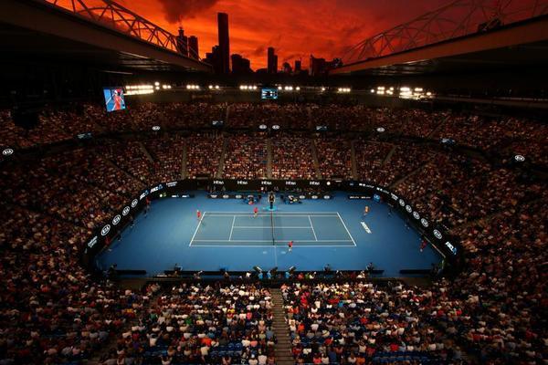 Rod Laver Arena, techo descubierto aunque el día comenzase con lluvia. Superadas las nueve de la noche en Melbourne FOTO: GETTY