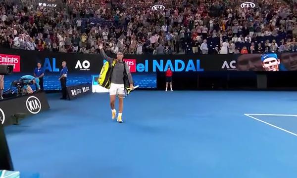 Rafa Nadal, entrando en el Rod Laver Arena, el escenario de todos sus partidos este año en Melbourne