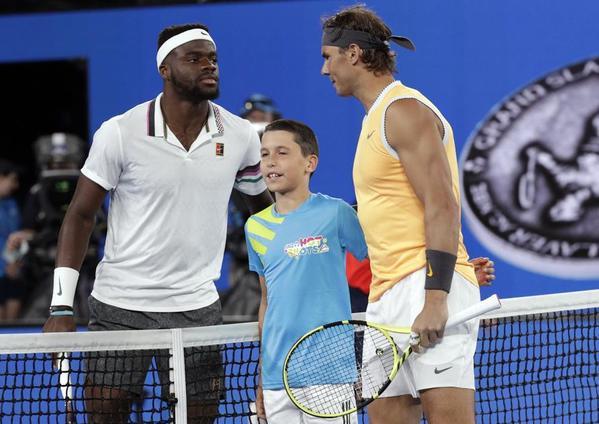 Frances Tiafoe y Rafa Nadal, en el sorteo antes de iniciar su partido de cuartos de final FOTO: GETTY